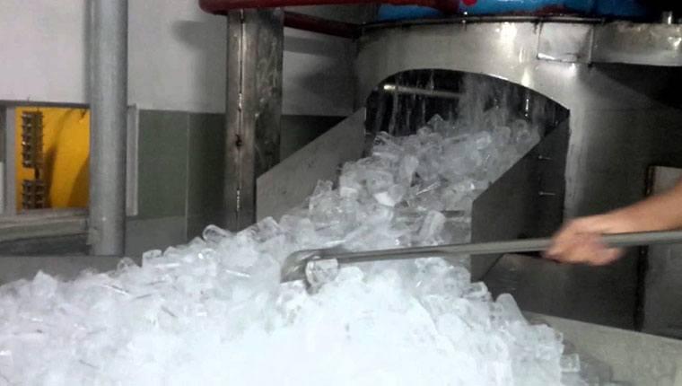 nước đá viên không sạch